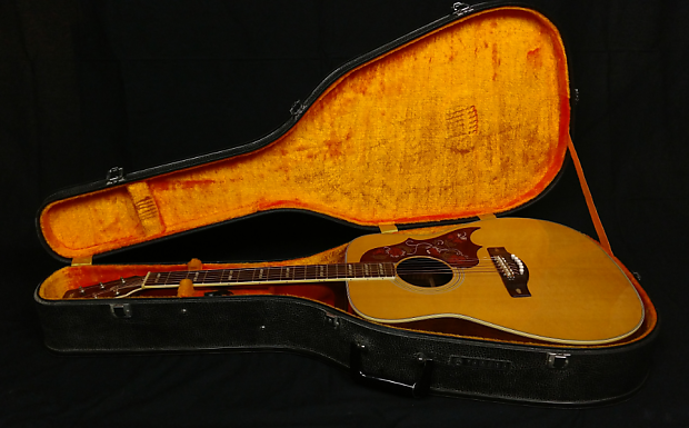 1971 Yamaha FG-300 - photo courtesy of Shamrock Music Shoppe